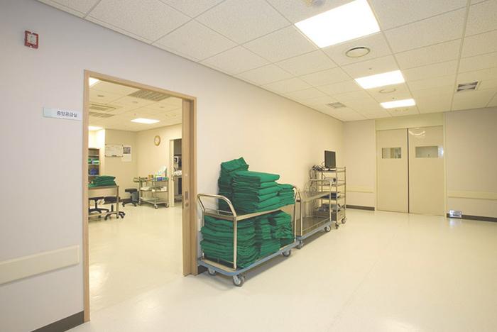手术室走廊外